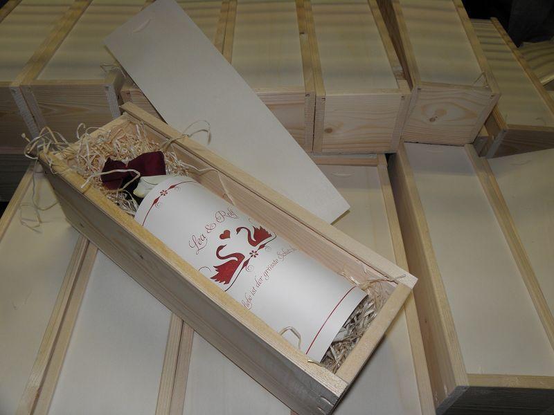 Großartig Ihr Hochzeitswein Als Ganz Besondere Hochzeitseinladungen.  Hochzeitseinladungen Holzkiste. Hochzeitseinladungen Holzkiste